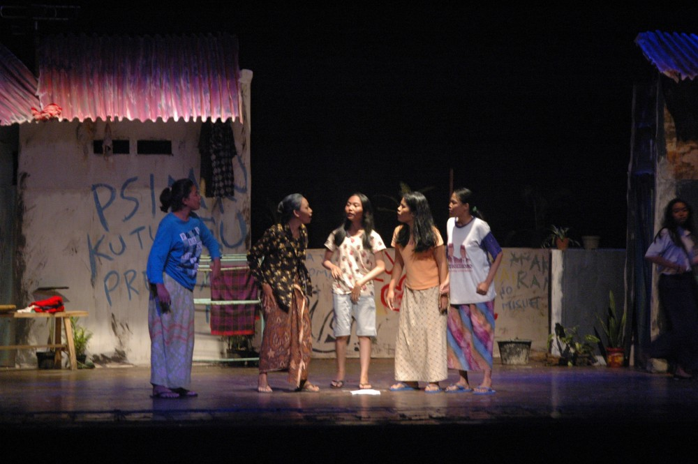 Foto - pergelaran teater SMK 4 Yogyakarta TUMINI ANAK DEBU